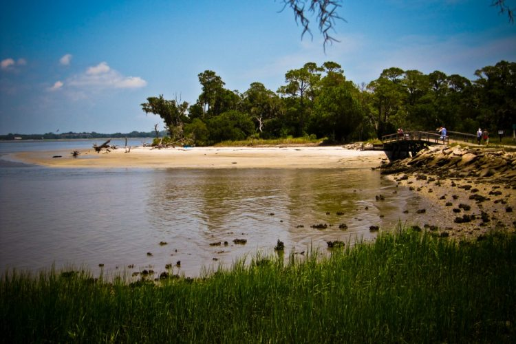Jekyll Island, off the coast of Georgia, is popular for its nature, white beaches and golf courses. (Wikimedia Commons)